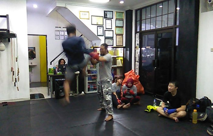 flying knee strike - bumi muay thai bandung